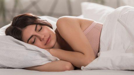Dormir con una peluca oncológica