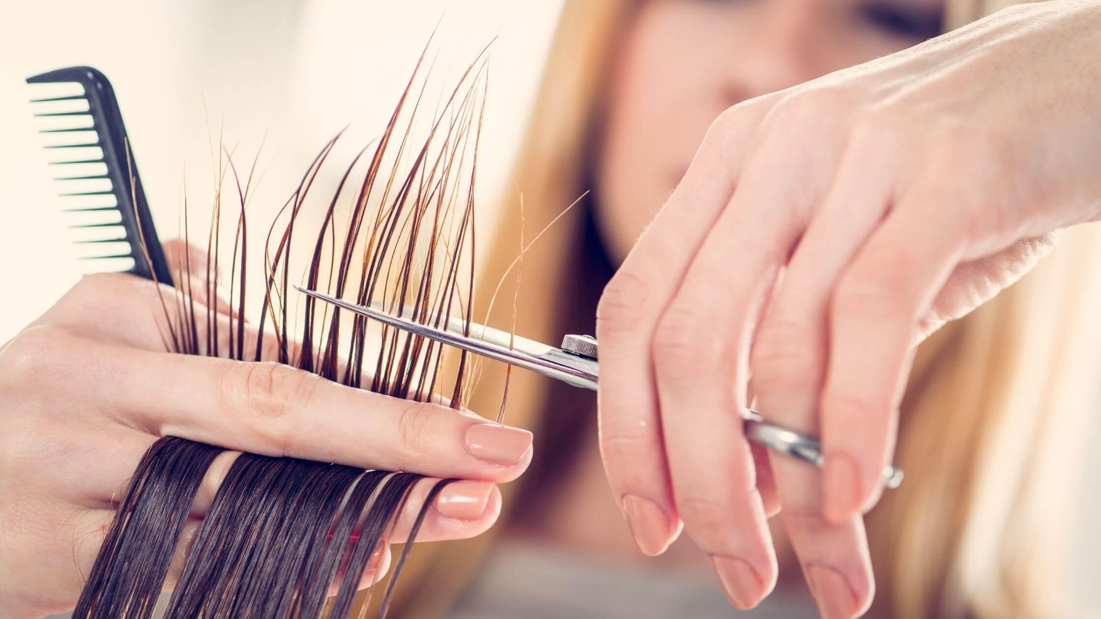 Cortarse el pelo después de una quimioterapia